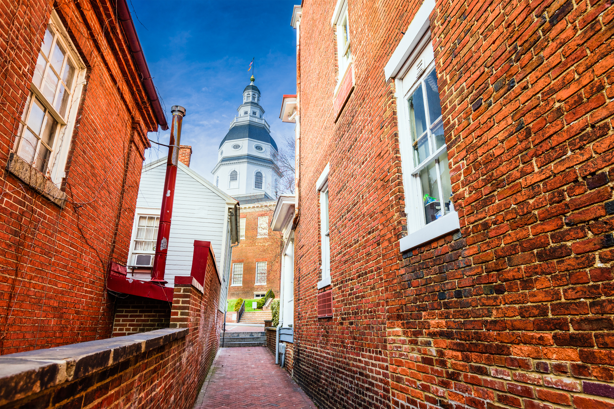 Annapolis, Maryland, USA view of the Maryland State House from a nearby alleyway.